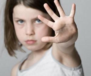 Để trẻ tự bảo vệ bản thân trước người lạ, cha mẹ hãy dạy con những điều này