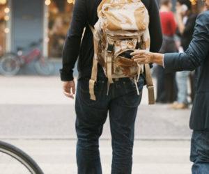 Làm thế nào để tránh bị móc túi, cướp giật ở nơi công cộng?